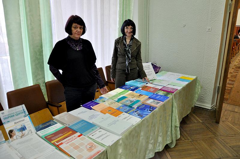 Працівники інформаційно-бібліографічного відділу ілюстрували українсько-польський симпозіум книжковою виставкою
