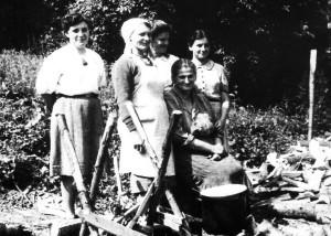 Група жінок із Українського Червоного Хреста (УЧХ), котрі були господинями на лісництві, де проводився Великий збір 11-15 липня 1944 року
