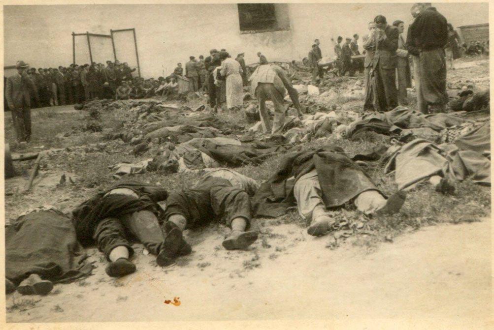 Біля тюрми на Лонцького, червень 1941 року