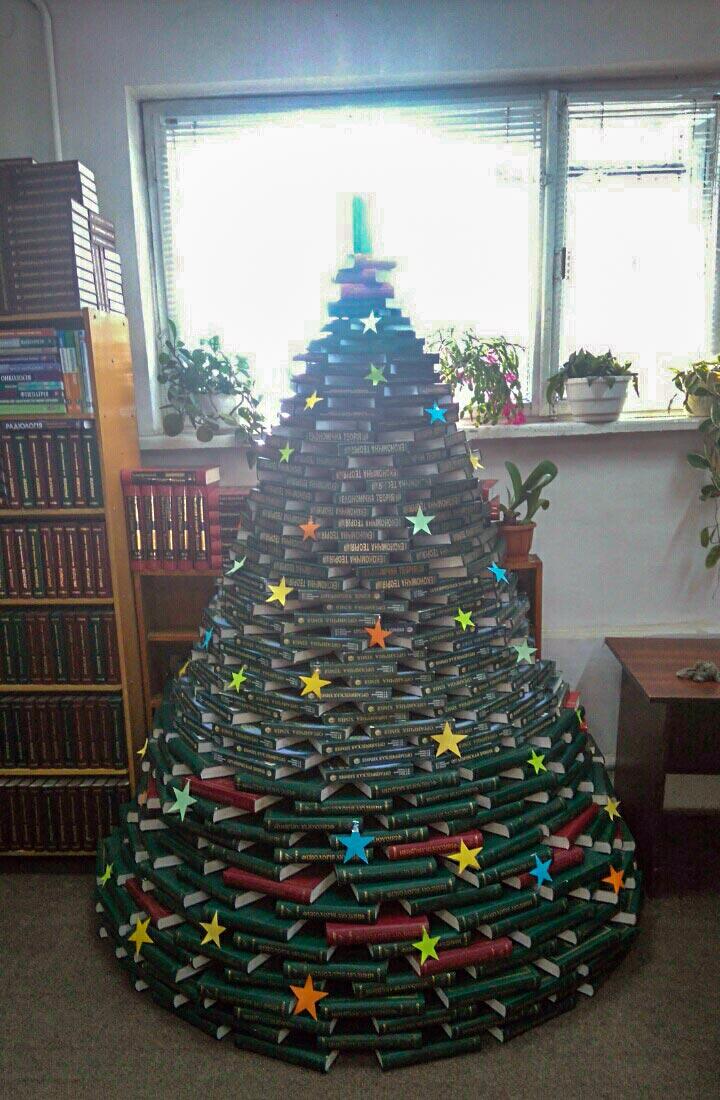 Майстер-клас з декупажу різдвяної свічки та інші новорічні дива в бібліотеці