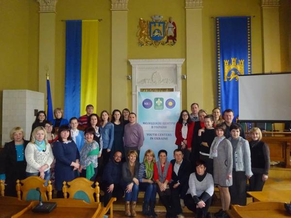 Учасники семінару «Перспективи розвитку відкритих просторів на базі бібліотек та молодіжних центрів» у Львові. Фото http://dsmsu.gov.ua/index/ua/material/29785
