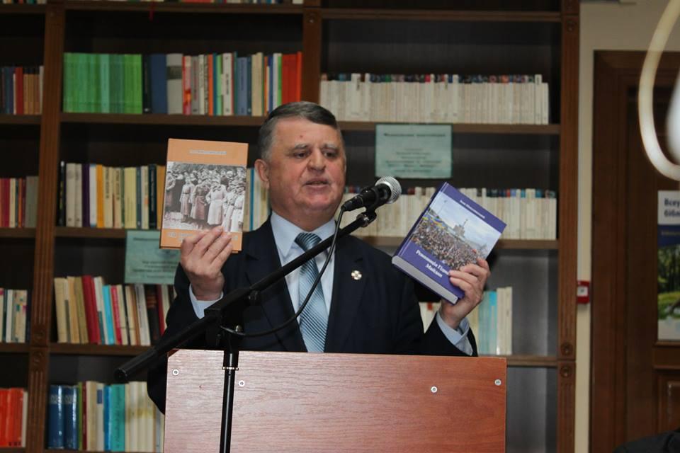 Іван Микулинський презентує свої книги