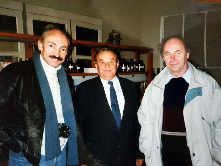 Проф. Панасюк Є. М. на кафедрі разом з колегами A. M. L. Coenen та Gilles van Luijtelaar, 1996 р.