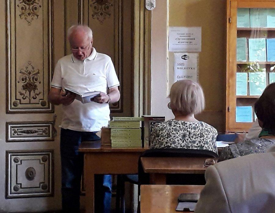 Академік Богдан Мацелюх читає свою поезію