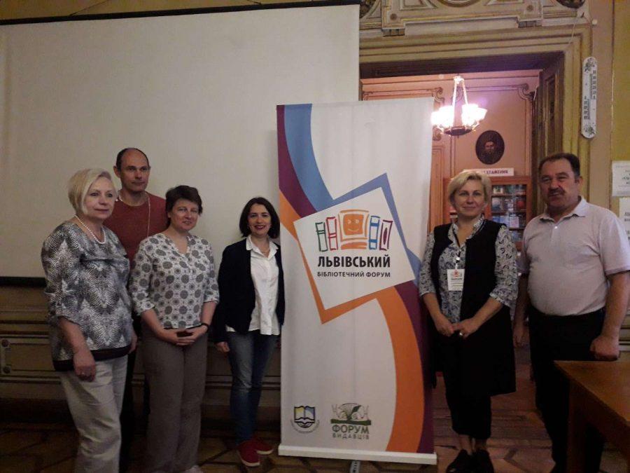 Спільне фото організаторів та учасників засідання