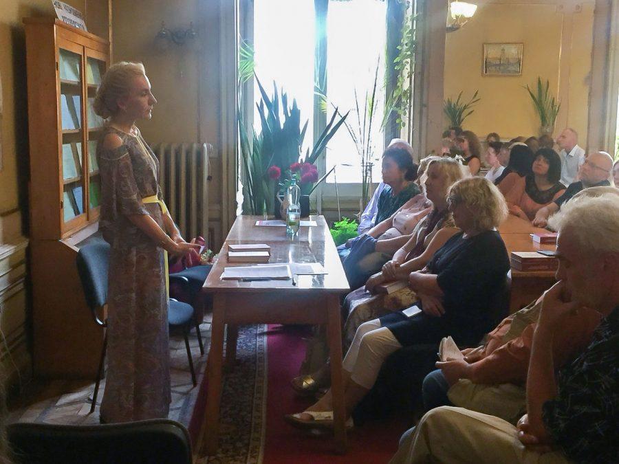Ірина Сенюта на презентації своїх видань