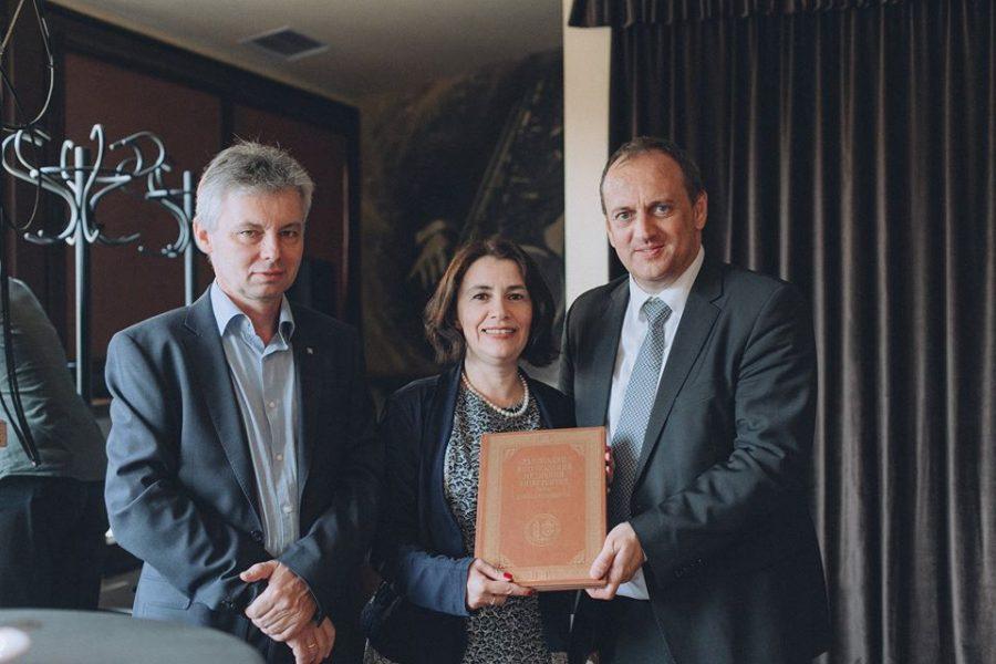 На святкуванні 20-річного ювілею Австрійського бюро кооперації (зліва направо) Олександр Надрага, Марта Надрага, Андреас Веннінгер