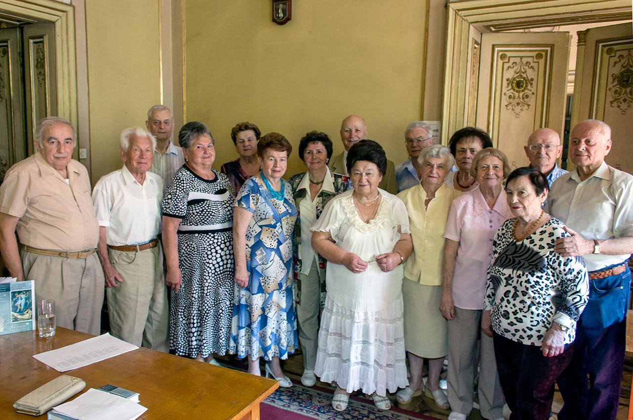 Учасники зустрічі випускників 1959 року
