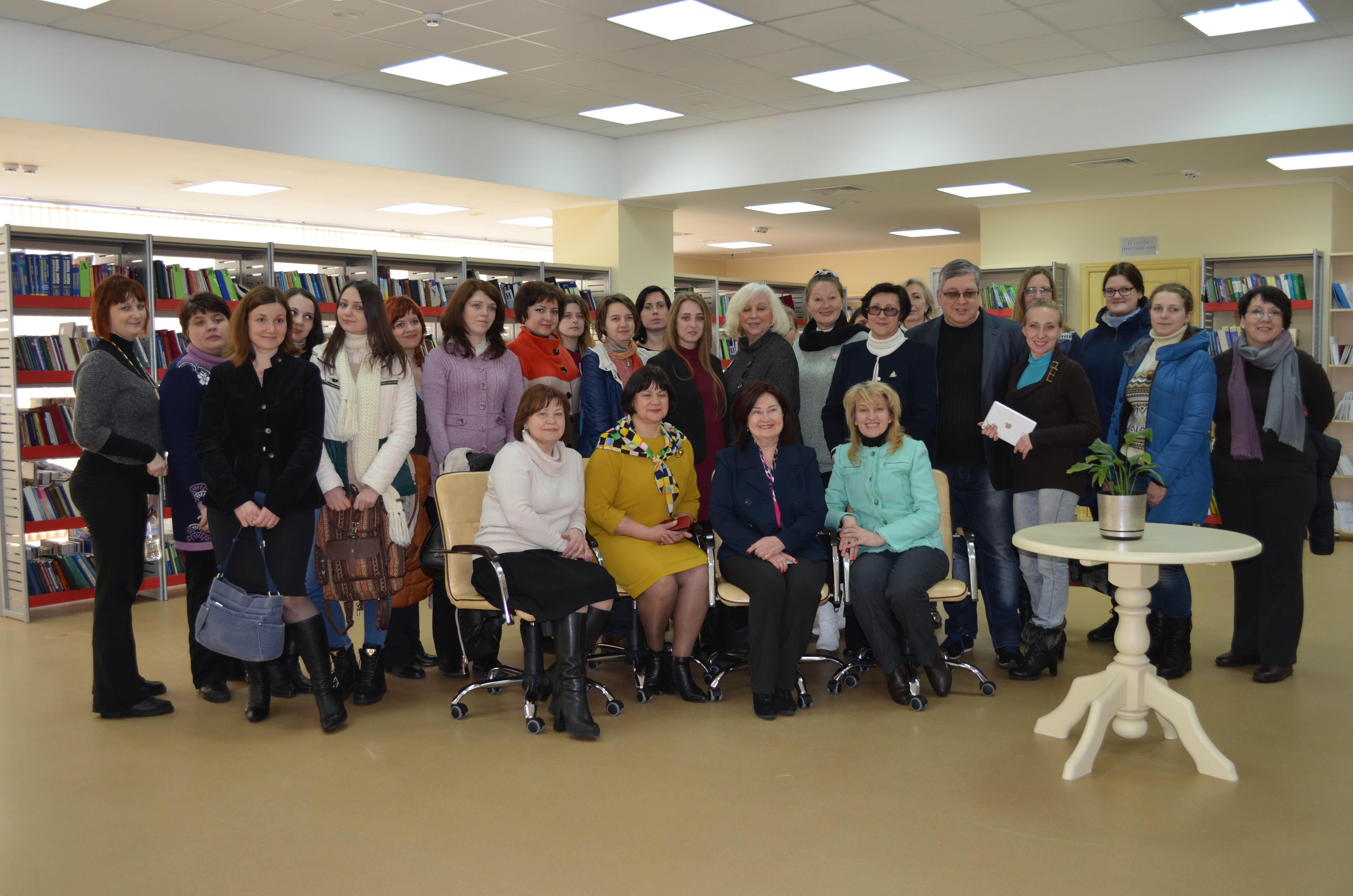 Учасники «П'ятої всеукраїнської школи бібліотечного журналіста» у м. Харкові